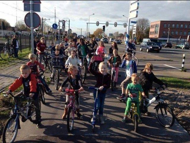 solar-bike-path-solaroad-solar-bicycle-lane-the-netherlands_100510857_m.jpg