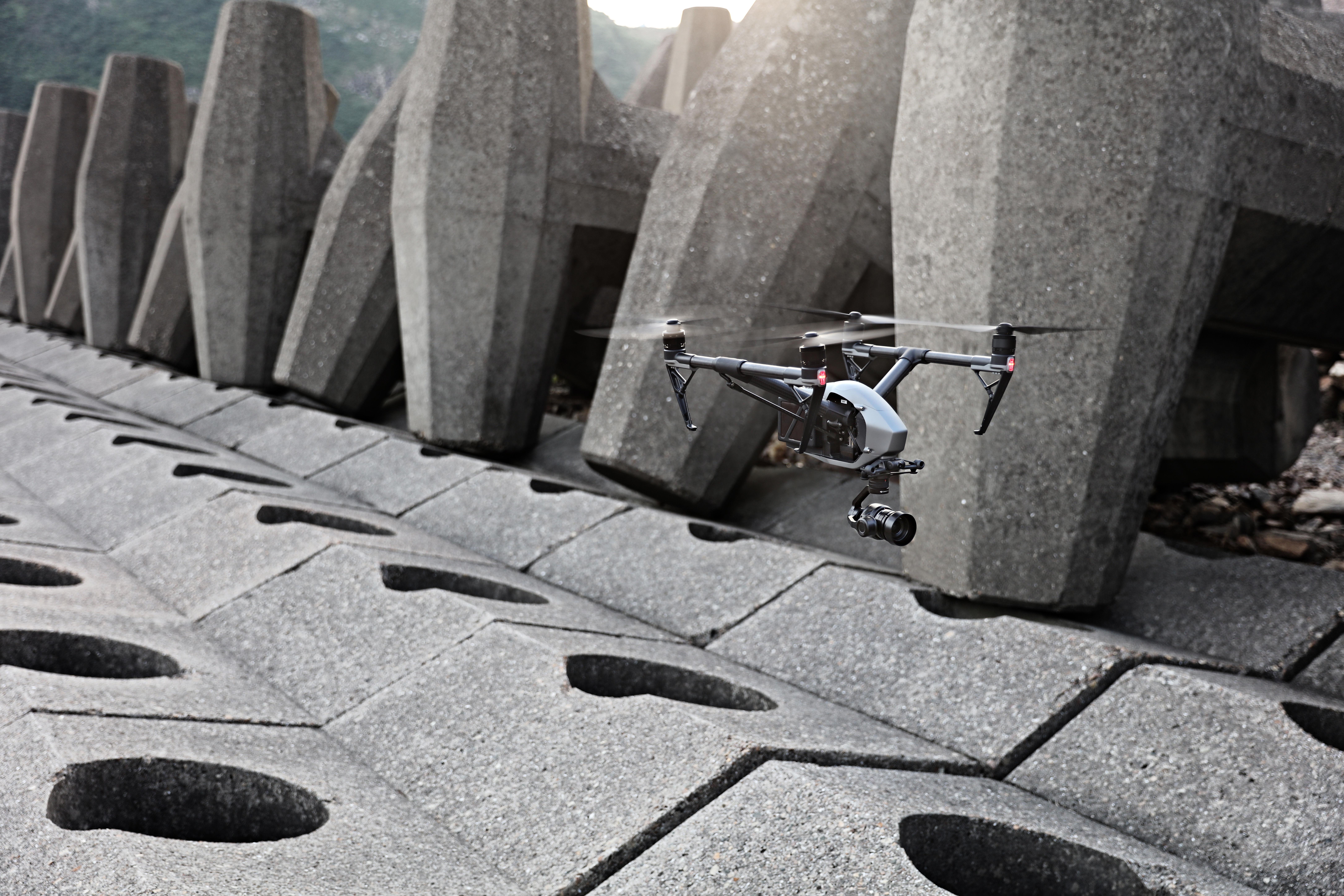 """10""""悟""""Inspire 2 双电池设计为飞行提供了更长的续航时间.jpg"""
