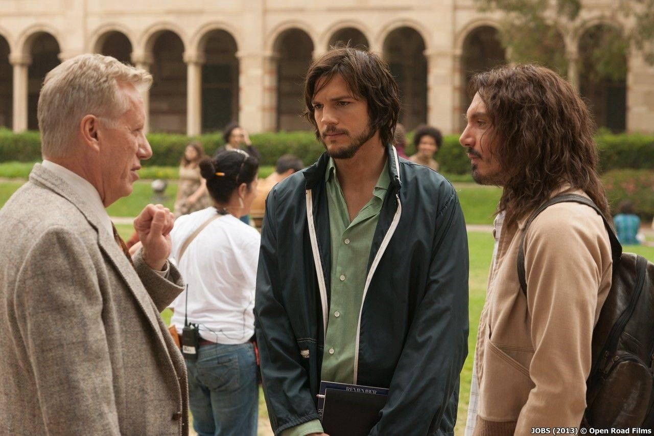 james_woods_as_jack_dudman,_ashton_kutcher_as_steve_jobs,_and_lukas_haas_as_daniel_kottke.jpg