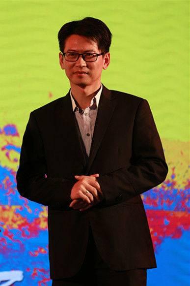 图片二2赖裕文先生上台.JPG