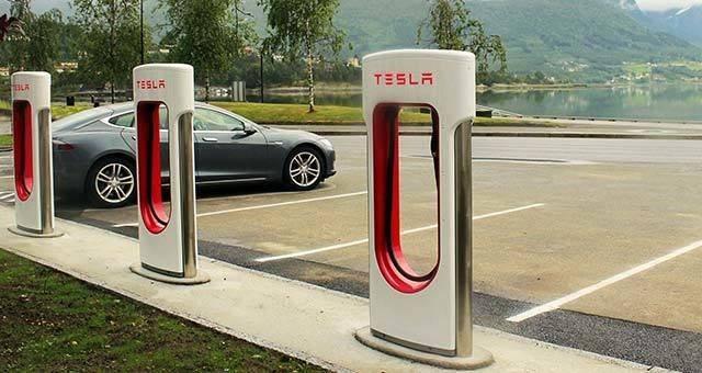 Tesla-Supercharger.jpg