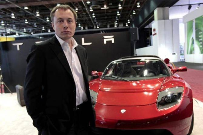 11751-tesla-ceo-elon-musk-stands-in-front-of-the-tesla-roadster.jpg