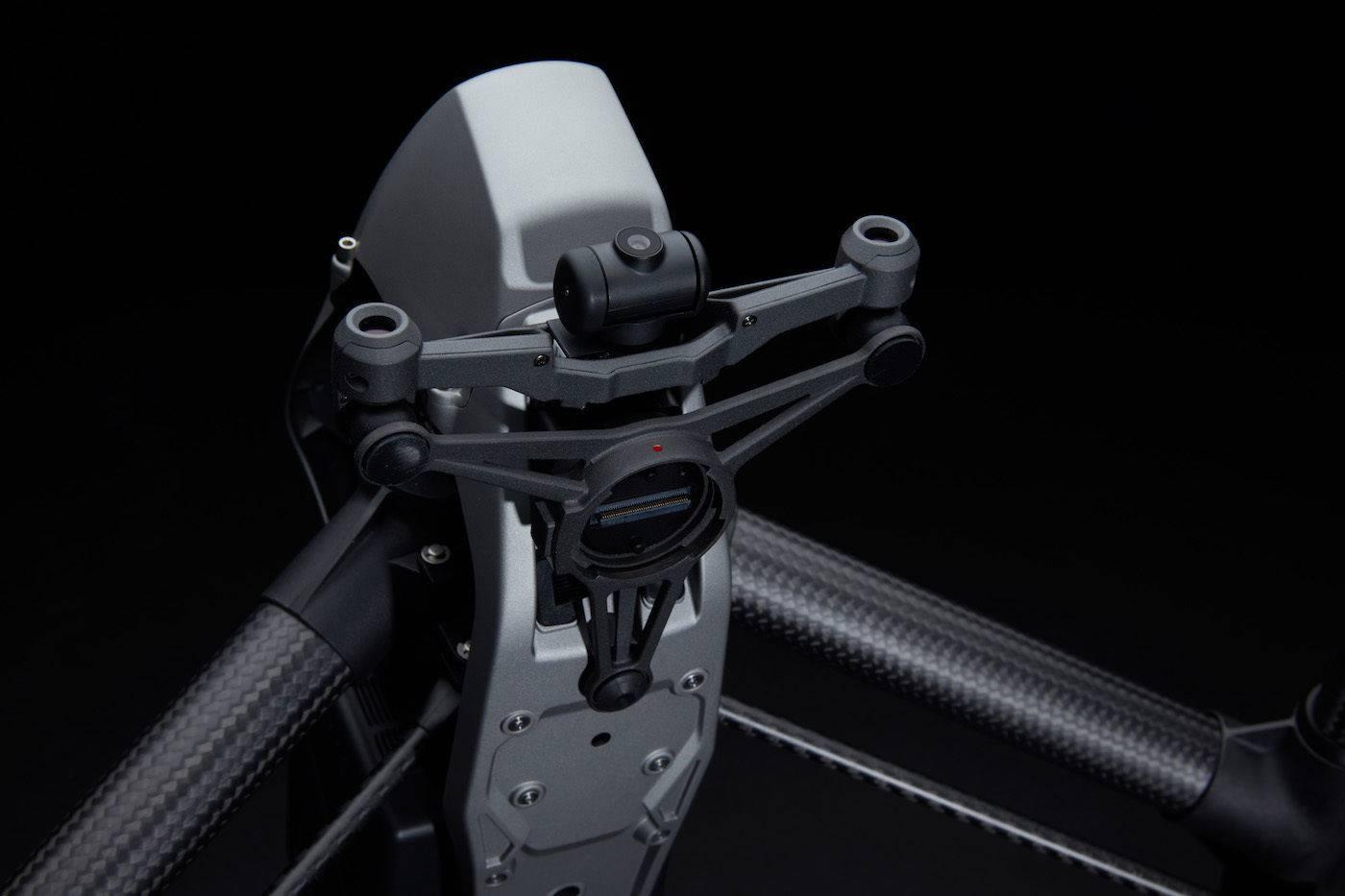 06机体前方装有全新前置FPV摄像头和立体视觉传感器-黑底.jpg