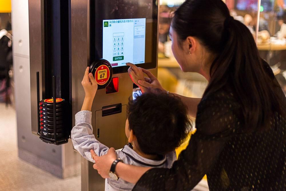 第二代触屏自助点餐机更易操作.jpg