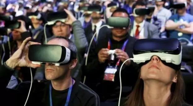老罗发布会都开始搞 VR 直播了,而 VR 离主流还有多远? | 极客公园