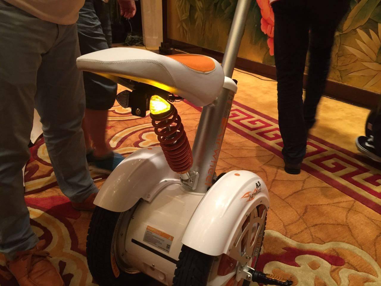 骑着走的平衡车,你见过吗? | 极客公园