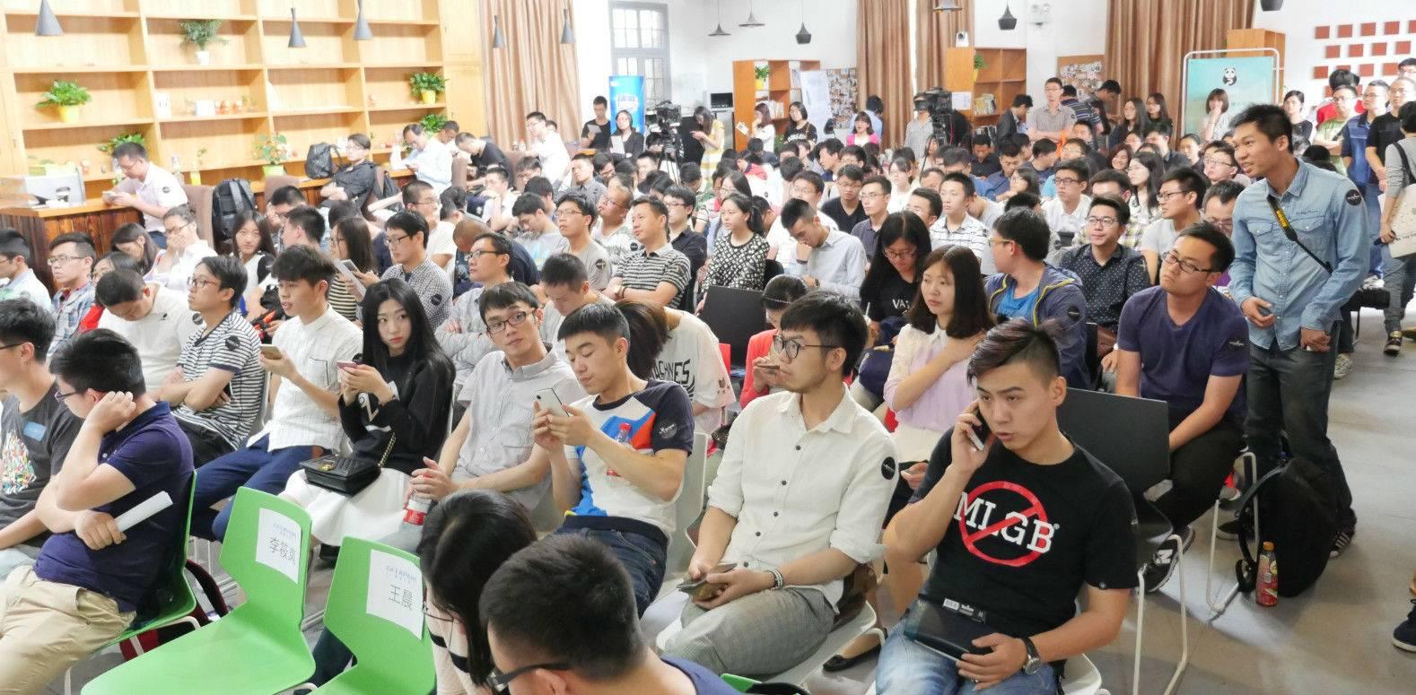 杭州站人很多呢.jpg